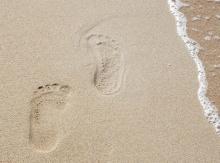 ทำนายฝัน ฝันว่าเดินเล่นบนหาดทราย